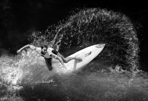 PhotoVivo Honor Mention - Yanping Qiu (Hong Kong) <br /> Riding The Wave