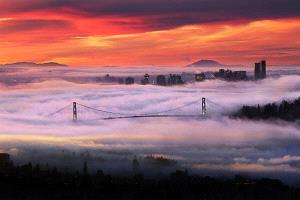 EGIPC Bronze Medal - Philip Chan (Canada) <br /> Lion Gate Bridge In Foggy Morning